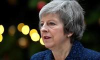 英国首相特雷莎梅在困难时期赢得胜利