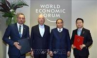 越南政府总理阮春福在达沃斯论坛年会期间举行双边会晤