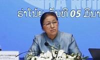 老挝国会主席巴妮参观越南企业