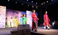 越南奥戴亮相在印度举行的全球时装周