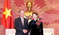 阮氏金银会见意大利外交与国际合作部部长