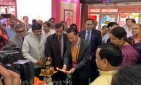 越南企业参加在印度举行的国际丝绸博览会