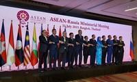 越南政府副总理兼外长范平明出席东盟与伙伴国外长会议