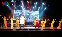 В Ханое прошла художественная программа «Весна и Компартия Вьетнама»