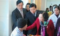 Чыонг Тхи Май вручила подарки пациентам клинической больницы провинции Бакнинь