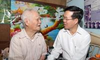 Во Ван Тхыонг прибыл в город Хошимин для поздравления отдельных лиц и организаций с Тэтом