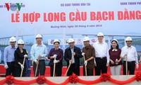 Die Parlamentspräsidentin nimmt an Zeremonie zum Bauabschluss der Brücke Bach Dang teil