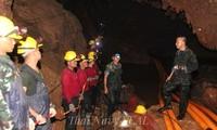 Таиланд возобновил эвакуацию детской футбольной команды из пещеры