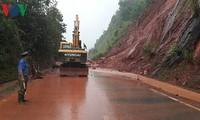 В разных провинциях и городах Вьетнама ликвидируют последствия дождевых паводков