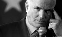Американские политики и мировые лидеры скорбят о смерти сенатора Джона Маккейна