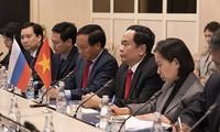 Глава ОФВ и зампредседателя НС СРВ встретились с сотрудниками посольства Вьетнама и представителями вьетнамской диаспоры в РФ