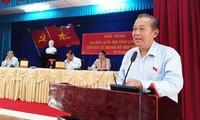 Вице-премьер Вьетнама Чыонг Хоа Бинь встретился с избирателями в провинции Лонган