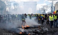 """""""Желтые жилеты"""" снова активизируют протесты на улицах Франции"""