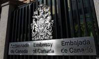 Канада временно приостановила работу своего посольства в Венесуэле
