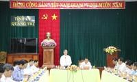 Заведующий Отделом ЦК КПВ по экономическим вопросам Нгуен Ван Бинь провел рабочую встречу с руководителями парткома провинции Куангчи