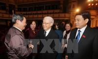 Party and State leaders meet Hanoi National Assembly deputies