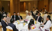 Party leader meets Vietnamese, Myanmar businesses