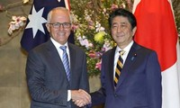 Australia, Japan vow to sign trans-Pacific trade pact
