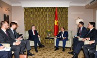PM Nguyen Xuan Phuc receives EU senior officials