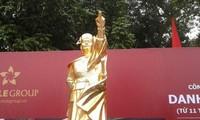 Sculpture work honors Vietnamese icons