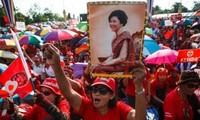 """Thailand: """"Red Shirts"""" force rally on the outskirts of Bangkok"""