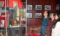 Incense offering ceremony to commemorate late Prime Minister Pham Van Dong