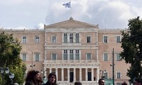 Greece gets half-billion-euro lifeline from the European Stability Mechanism