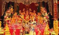 Ambassadors impressed with Vietnam's Chau Van and trance ritual