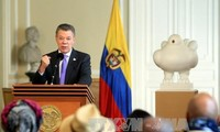 Colombian President Santos extends ceasefire with FARC