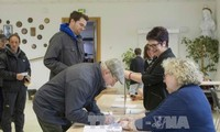2nd round of presidential election kicks off in France