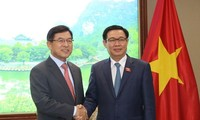 Deputy PM urges Samsung to build R&D center in Vietnam