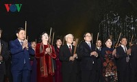 Party chief joins Hanoi residents on Lunar New Year's Eve