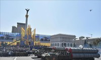 US lifts arms embargo against Ukraine
