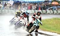 Gần 100 tay đua dự giải đua xe mô tô toàn quốc 2013 tại Bình Dương