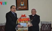 Chủ tịch Ủy ban TW MTTQ Việt Nam thăm và chúc tết  Tổng giám mục Hà Nội