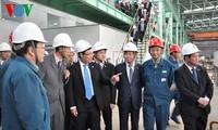Phó Thủ tướng Phạm Bình Minh thăm Tập đoàn gang thép Côn Minh và Công ty lưới điện Vân Nam