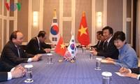 Thủ tướng Nguyễn Xuân Phúc tiếp xúc song phương bên lề Hội nghị Cấp cao ASEM 11