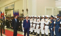 Thủ tướng Nguyễn Xuân Phúc hội đàm với Thủ tướng Campuchia Hun Sen
