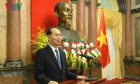 Chủ tịch nước Trần Đại Quang trao quyết định phong hàm Đại sứ Cộng hòa xã hội chủ nghĩa Việt Nam