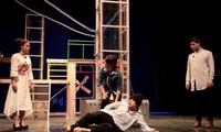 """Nhà hát Tuổi trẻ dàn dựng vở diễn """"Hoa cúc xanh trên đầm lầy"""""""