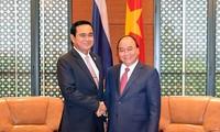 Thủ tướng Nguyễn Xuân Phúc gặp Thủ tướng Thái Lan bên lề GMS-6