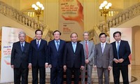 """Thủ tướng dự chương trình giao lưu """"Chung tay khắc phục hậu quả bom mìn sau chiến tranh"""""""