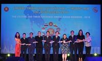Khai mạc Triển lãm ảnh thành tựu 15 năm thương hiệu quốc gia Việt Nam