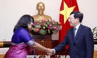 Phó Thủ tướng, Bộ trưởng Ngoại giao Phạm Bình Minh tiếp Đại sứ Bangladesh Samina Naz