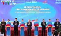 Thủ tướng Nguyễn Xuân Phúc cắt băng khai trương Cảng container quốc tế Hải Phòng