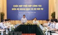 Cuộc họp phối hợp công tác giữa Bộ Ngoại giao và Bộ Nội vụ