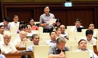 Quốc hội thảo luận về tình hình kinh tế xã hội