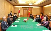 Phó Chủ tịch nước Đặng Thị Ngọc Thịnh tiếp Thống đốc tỉnh Fukuoka (Nhật Bản)
