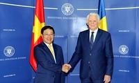 Phó Thủ tướng, Bộ trưởng Ngoại giao Phạm Bình Minh thăm chính thức Romania