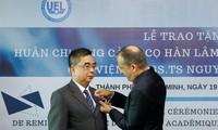 Trao tặng Huân chương Cành cọ Hàn lâm của Pháp cho Phó Giáo sư, Tiến sĩ Nguyễn Ngọc Điện